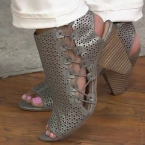 Vince Camuto Ellison Leather Peep-toe Sandals